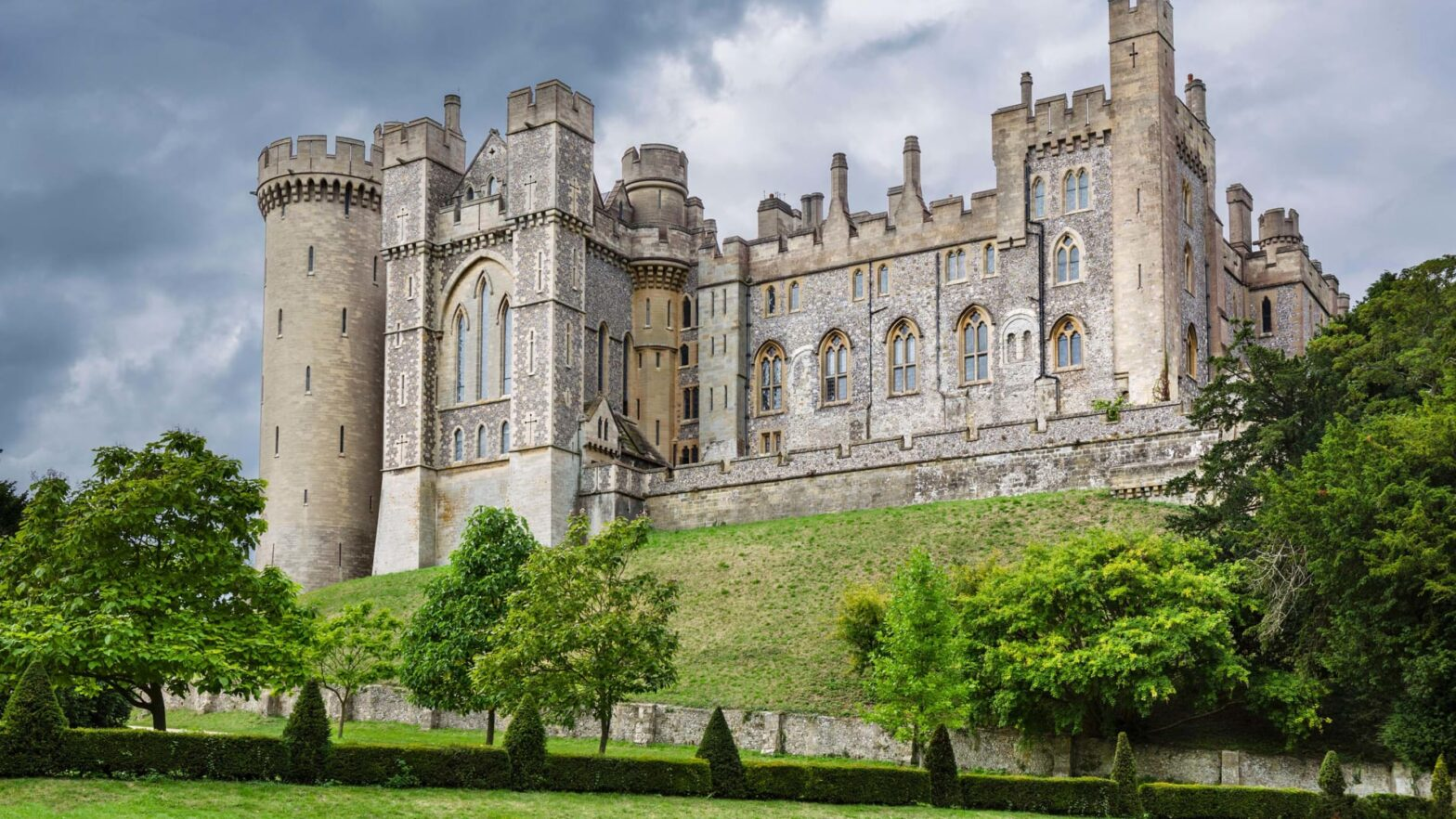 'Irreplaceable' artifacts worth more than $1.4 million stolen from English castle